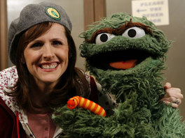 Molly Shannon visits Sesame Street.